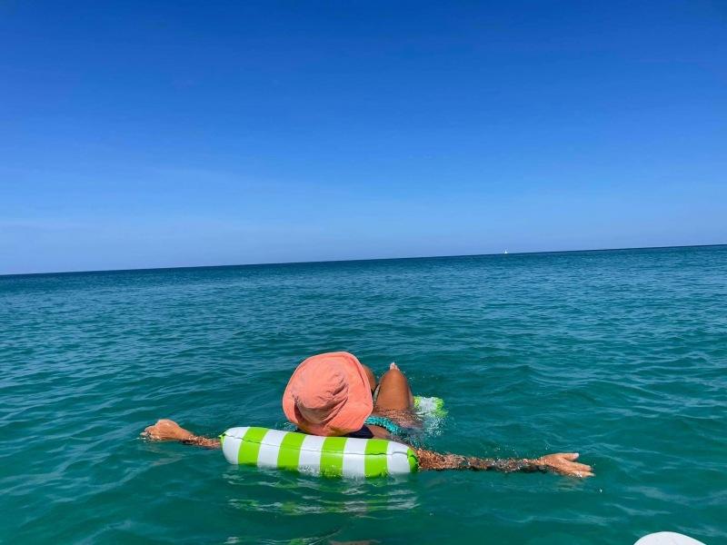 Amanda White beach resort & spa