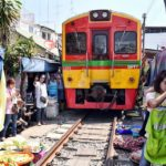 maeklong railwy market (3)