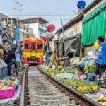 maeklong railwy market (4)