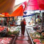maeklong railwy market (6)