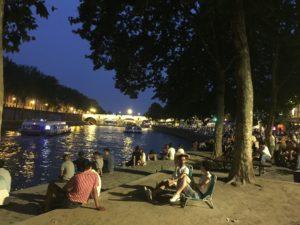 balades à paris-Hoteldeville